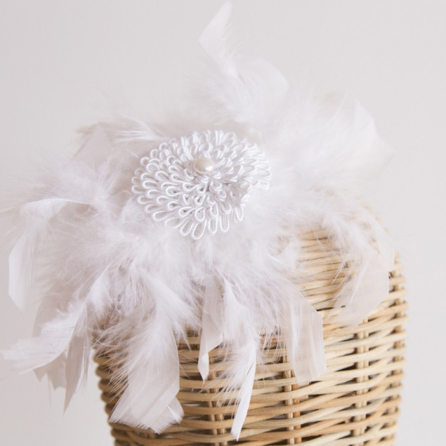 Tocado de plumas blanco