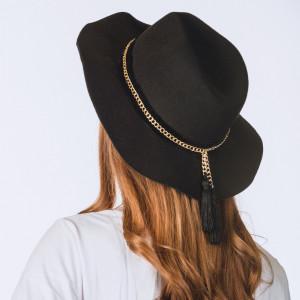 Sombrero negro borlas