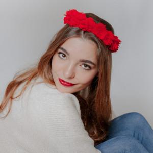Tiara Meryl Roja